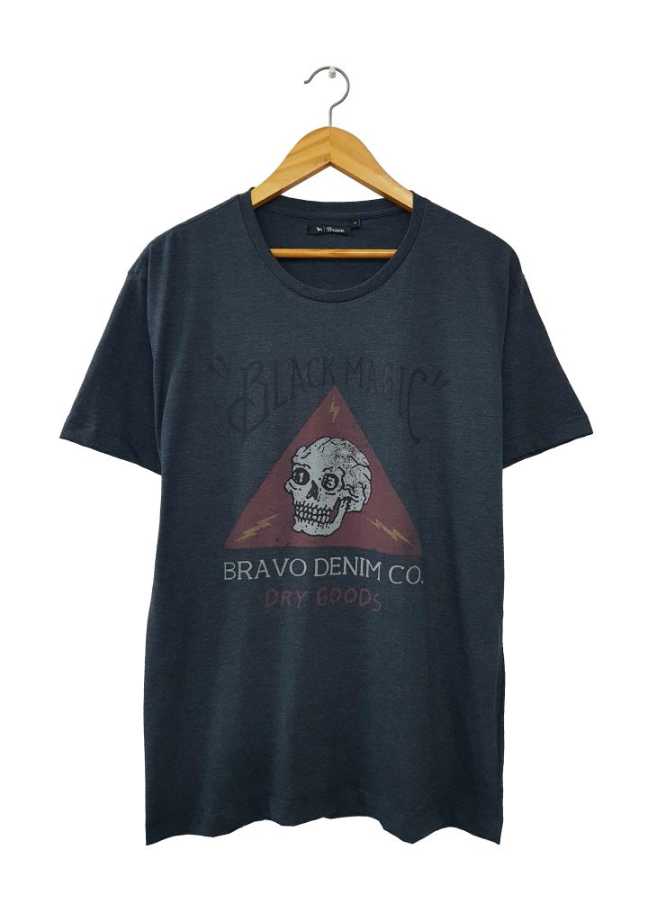 28288 REMERA MANGA CORTA BLACK MAGIC | BRAVO JEANS