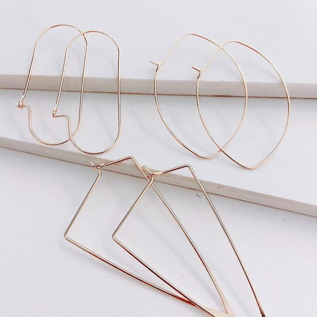 23897 AROS SHINES GOLD | LUCY & SKY